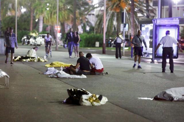 Les corps de victimes de l'attentat de Nice... (PHOTO ERIC GAILLARD, REUTERS)