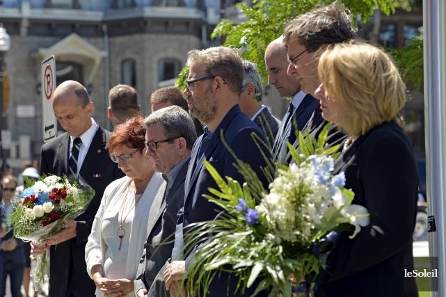 Plusieurs personnalités politiques étaient présentes pour commémorer la... (Le Soleil, Pascal Ratthé)