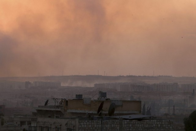 De la fumée après des bombardements sur la... (Photo Abdalrhman Ismail, Reuters)