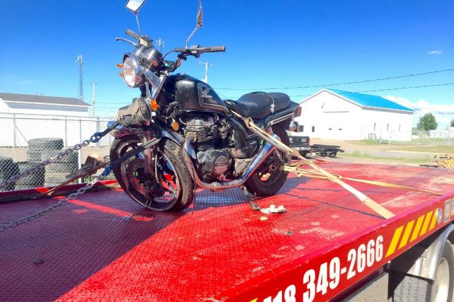 Un jeune motocycliste de Roberval a subi des... (Photo courtoisie, Remorquage Lajoie Auto)