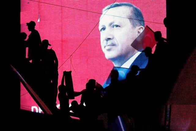 En arrêtant 6000militaires et fonctionnaires de l'appareil judiciaire... (Photo Baz Ratner, archives Reuters)