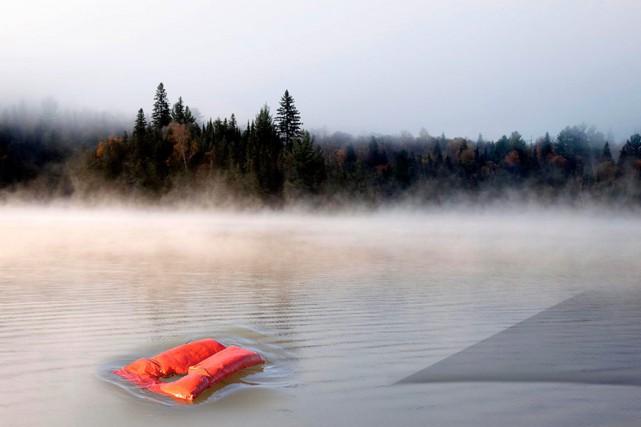 Selon le Bureau du coroner, plus de 80 personnes meurent noyées chaque année. À... (Photomontage La Presse)