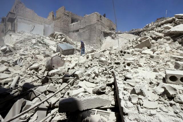 Au moins 21 civils ont péri lundi dans des raids aériens de la coalition... (PHOTO ABDALRHMAN ISMAIL, ARCHIVES REUTERS)