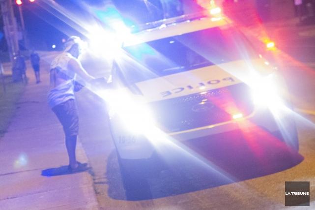 Les agents du Service de police de Sherbrooke (SPS) ont dû répondre à une... (Archives La Tribune, Julien Chamberland)