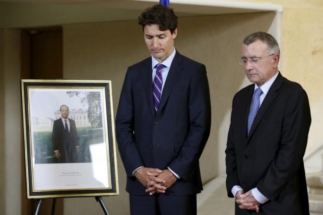 Justin Trudeau et l'ambassadeur français Nicolas Chapuis.... (PHOTO CHRIS WATTIE, REUTERS)