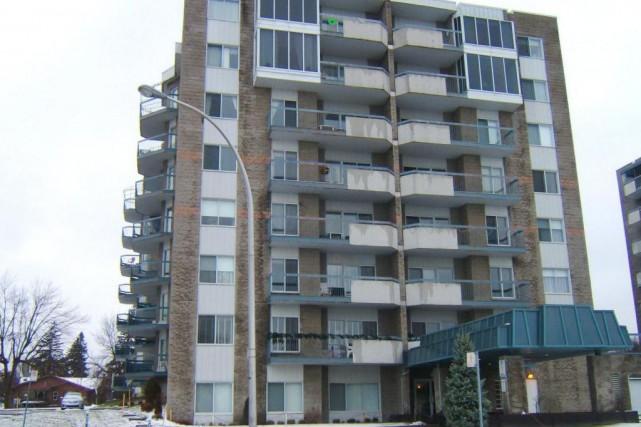 Cet appartement(au 4e étage) avec garage à Chomedey... (PHOTO FOURNIE PAR LA COURTIÈRE)