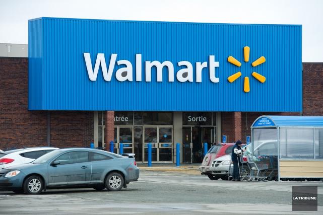 Trois magasins Walmart à Thunder Bay, en Ontario, n'acceptent plus la carte de... (Archives La Tribune, Jessica Garneau)
