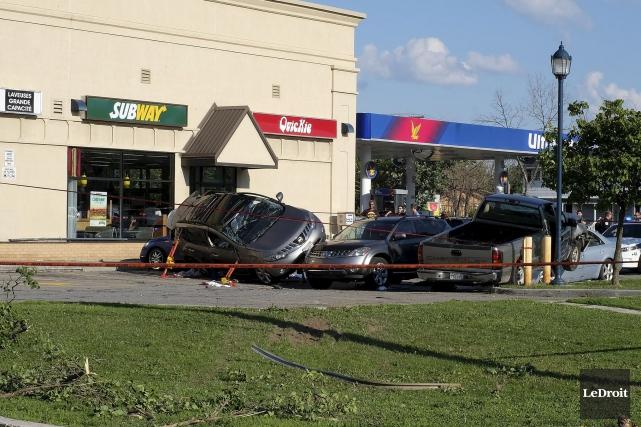 L'accident s'est produit au coin du boulevard Mont-Bleu... (Patrick Woodbury, LeDroit)