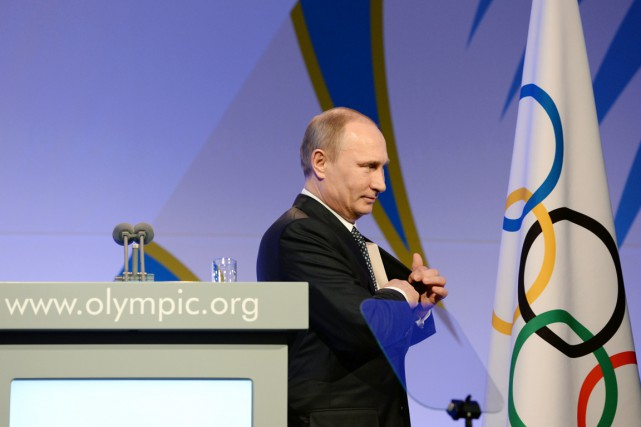 Le président russe Vladimir Poutine quitte la scène... (photo Andrej Isakovic, archives AP)