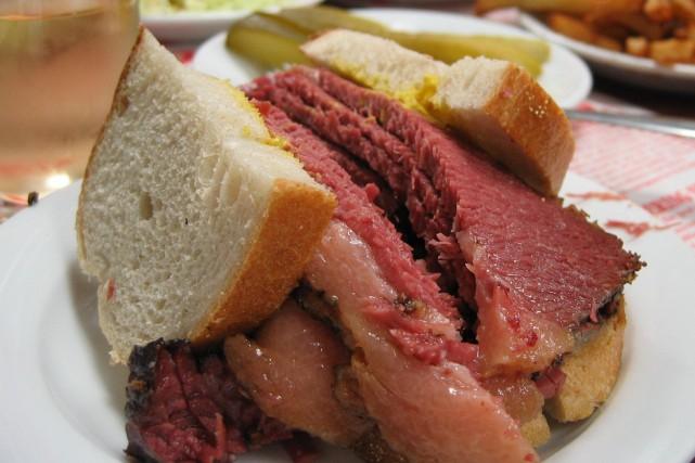 Les personnes qui posséderaient cette viande fumée devraient... (PHOTO FOURNIE PAR THINKSTOCK)