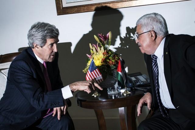 John Kerry a rencontré Mahmoud Abbas à Ramallah... (ARCHIVES AP)