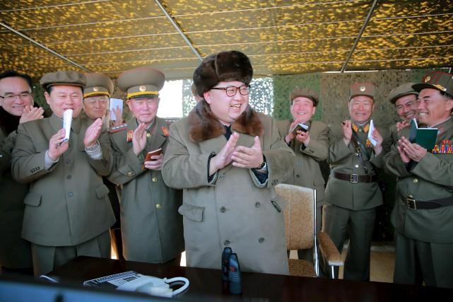 Les tirs d'essai de trois missiles balistiques effectués... (PHOTO FOURNIE PAR L'AGENCE DE PRESSE NORD-CORÉENNE)