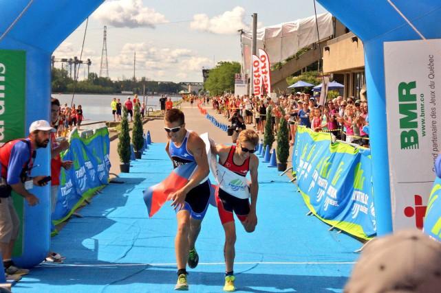 Les derniers mètres de l'épreuve de triathlon ont... (Courtoisie)