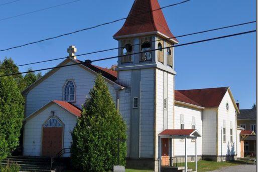 L'église Saint-Léopold d'Hervey-Jonction sera démolie au cours des... (Courtoisie, Marie-Thérèse Gagné)