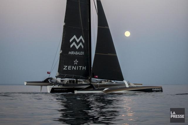 Sous la pleine lune, le Spindrift 2 a doucement franchi la ligne d'arrivée de...