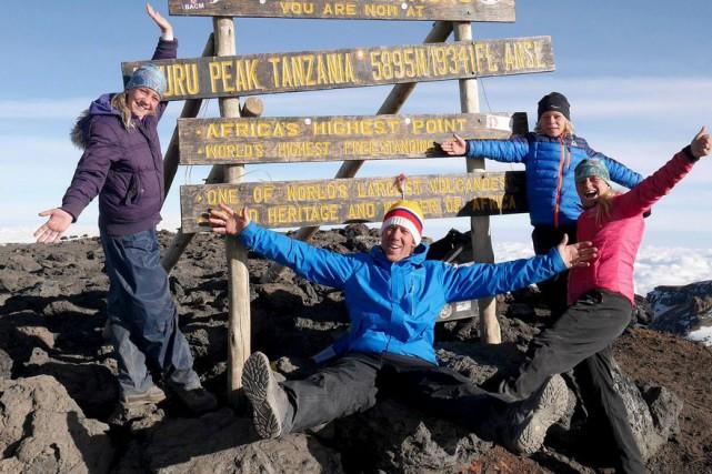 La famille a gravi les 5895 mètres du... (Photo tirée de la page Facebook de Mireille Morin)