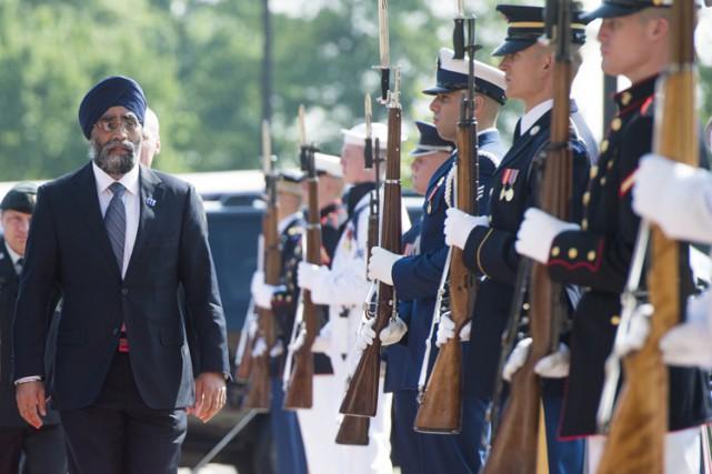 Le ministre canadien de la Défense, Harjit Sajjan,... (PHOTO AFP)