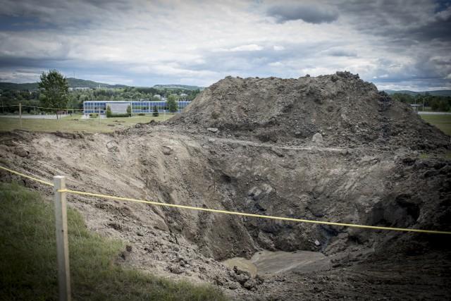 Une pelle mécanique a creusé sur le site... (Spectre média, André Vuillemin)