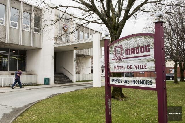 Selon la mairesse Vicki May Hamm, la Ville... (Archives La Tribune, Jessica Garneau)