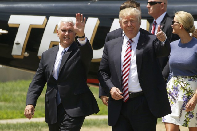 Mike Pence (à gauche) et Donald Trump (à... (PHOTO archives REUTERS)