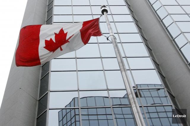 Des fonctionnaires fédéraux transférés de l'Agence du revenu du Canada (ARC) et... (Etienne Ranger, Archives LeDroit)