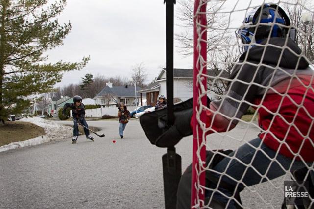 Les réglements sur le hockey dans les rues... (Anne Gauthier, La Presse)
