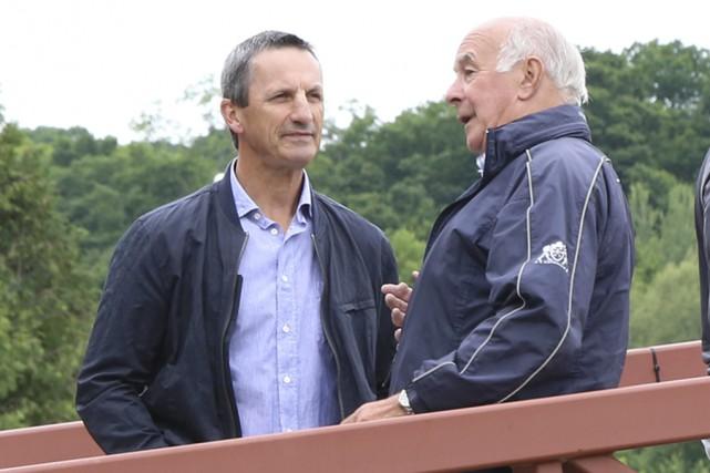 Guy Carbonneau en conversation avec Roger Deslauriers. Clairement,... (Janick Marois)
