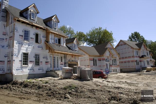 Selon la SCHL, la construction d'habitations neuves est... (Archives Le Nouvelliste)