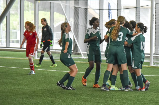 Battues 3-0 par Laval, les filles de Richelieu-Yamaska... (photos fournies par Francine Duquette)