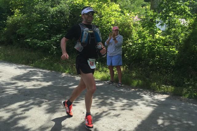 Michel Bernard a couru 160 kilomètres en 23h05mn07.... (Photo courtoisie)