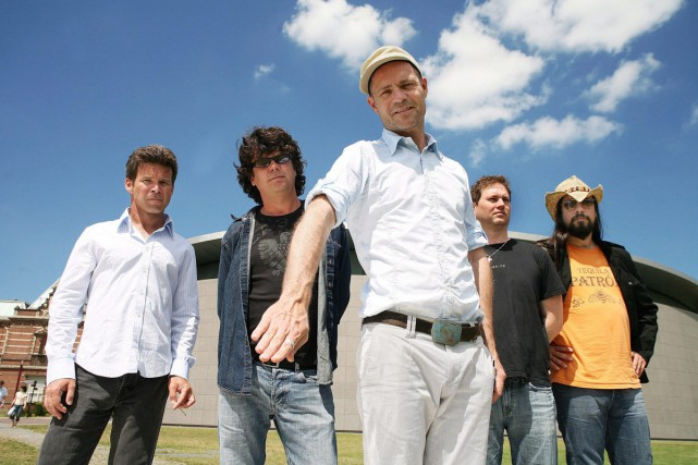 Gord Sinclair, Paul Langlois, Gord Downie, Johnny Fay... (PHOTO ARCHIVES LA PRESSE CANADIENNE)