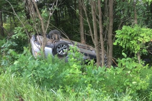 La voiture de la victime a terminé sa... (Courtoisie, Sécurité publique MRC des Collines-de-l'Outaouais)