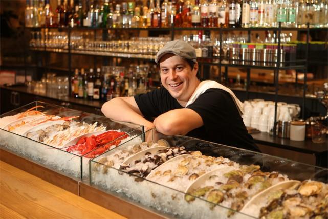 Petite fringale nocturne? Le restaurant grec Ikanos propose depuis quelques... (PHOTO MARTIN CHAMBERLAND, LA PRESSE)
