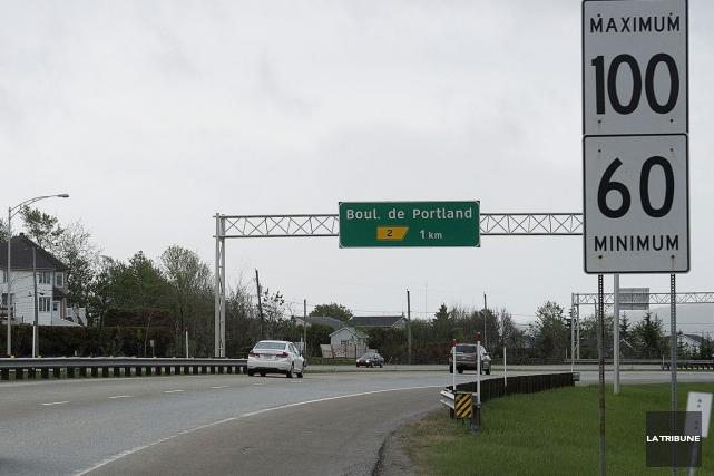 En pleine heure de pointe, un motocycliste a pris l'autoroute 410 pour une... (Archives La Tribune)