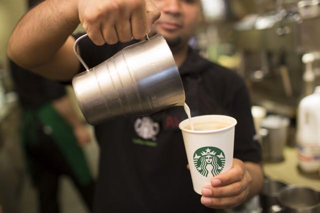 La chaîne américaine Starbucks va ouvrir 12 000 nouveaux cafés dans le monde... (PHOTO JASON ALDEN, ARCHIVES BLOOMBERG)