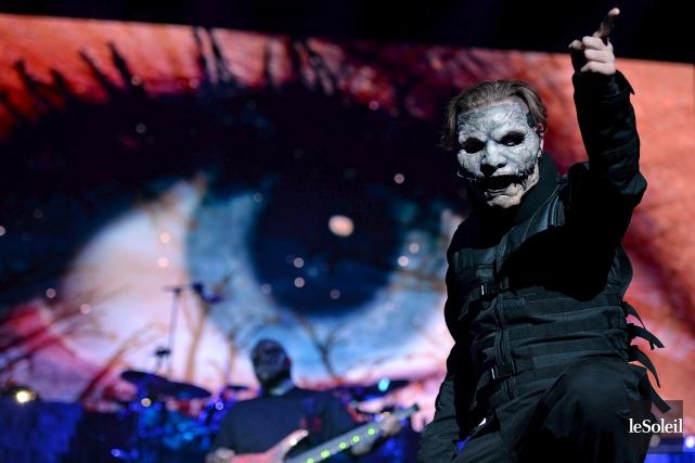 Habillé de noir et masqué pour faire peur... (Le Soleil, Erick Labbé)