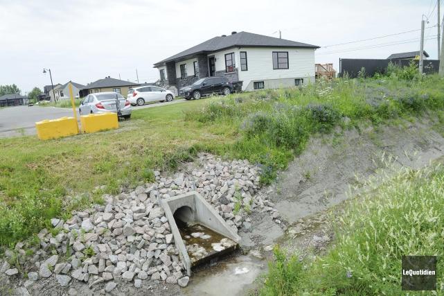 Depuis le printemps, les eaux usées sanitaires sortent... (Photo Le Quotidien, Gimmy Desbiens)