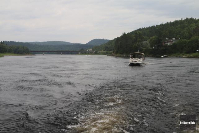 La rivière Saint-Maurice est navigable en bateau sur... (Audrey Tremblay, Le Nouvelliste)