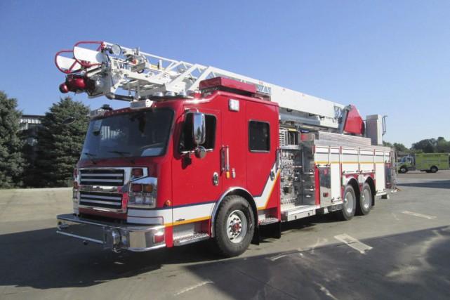 Trois camions pompe-échelle comme celui-ci ont été mis... (Tirée du site Internet de Rosenbauer)