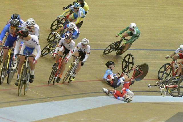Tristan Guillemette (au centre) a chuté dans les... (Michel Guillemette)
