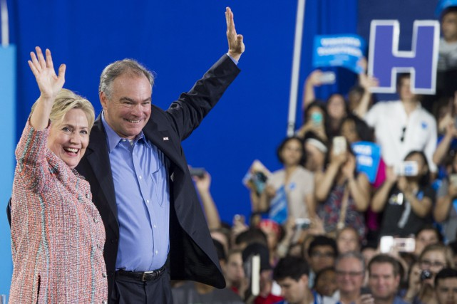 Hillary Clinton et Tim Kaine à Annandale, en Virginie, 14... (PHOTO SAUL LOEB, ARCHIVES AFP)