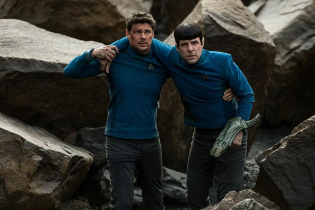 Karl Urban et Zachary Quinto dans Star Trek: Beyond.... (Photo Paramount Pictures)