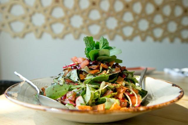 Le restaurant Damas sert entre 75 et 100 salades de type fattouch par soir. La... (PHOTO DAVID BOILY, LA PRESSE)