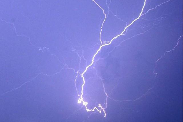 L'orage avançant à 50 km/h vers le sud-est... (Archives AP)
