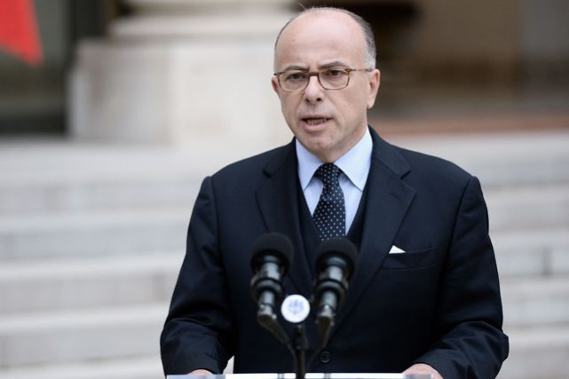 Le ministre français de l'Intérieur, Bernard Cazeneuve.... (PHOTO AP)