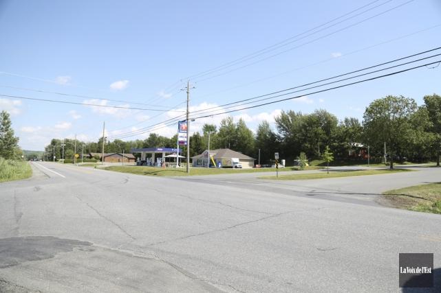Les travaux de réaménagement de l'intersection des rues... (Julie Catudal, La Voix de l'Est)