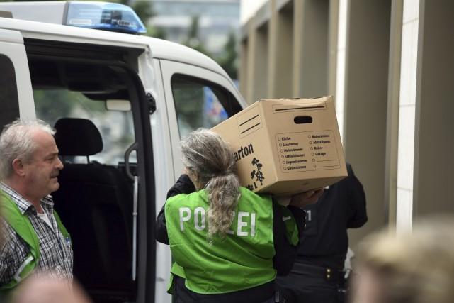 La police a mené une perquisition dans l'appartement... (AFP/DPA, Tobias Has)