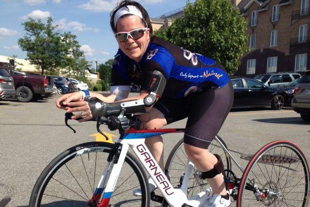 Marie-Ève Croteau sur l'un de ses vélos de... (tirée de Facebook)