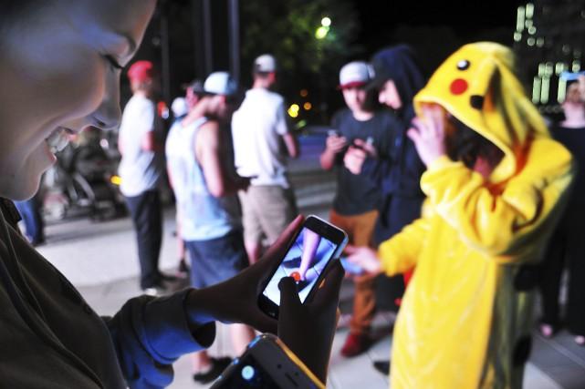La fièvre de Pokémon Go a envahi le... (Photo Le Progrès-Dimanche, Rocket Lavoie)