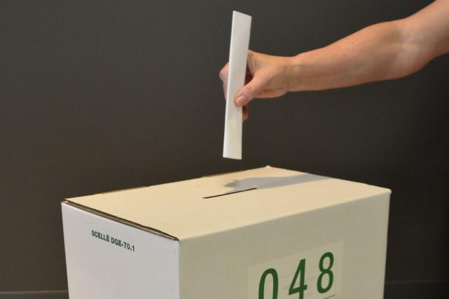 BoÓte de scrutin pour les Èlections provinciales QuÈbÈcoises... (La Voix de l'Est)
